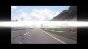 دفن شدن خودرو پس از ریزش کوه