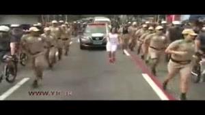 اقدام ناکام یک مرد در ربودن مشعل المپیک