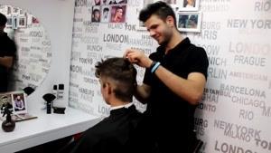پروژه کامل کوتاه کردن پیتاژ و حالت دادن مو سر مدل کلاسیک مدرن