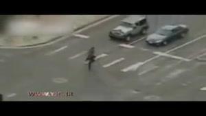 زیر گرفتن یک مامور توسط پلیس برای گرفتن سارق بانک