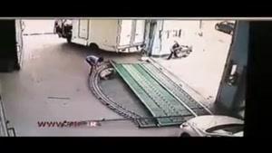 مرگ وحشتناک یک کارگر در کارخانه