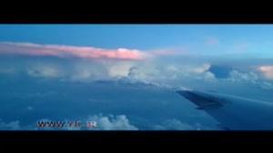 لحظه وقوع رعد و برق در ابرها از نمای هواپیما