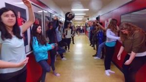 چالش مانکن در دبیرستانی با ۱۵۰۰ دانش آموز