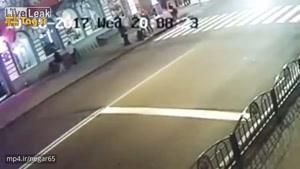 لحظه جان دادن ۶ نفر زیر چرخ های یک خودرو