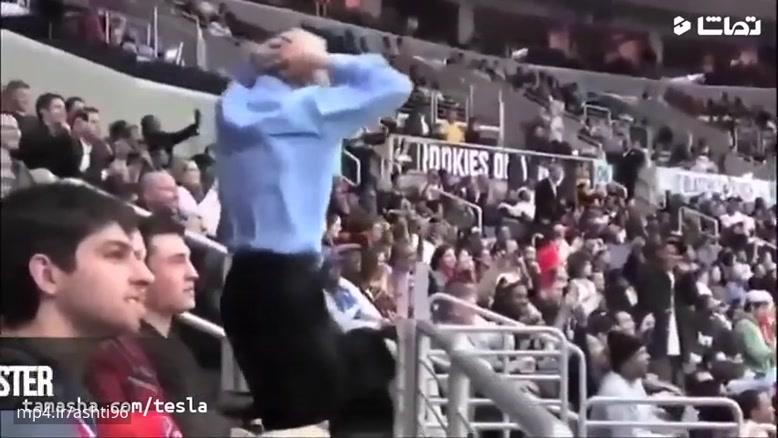 جوگیر شدن تماشاچی ها در ورزشگاه