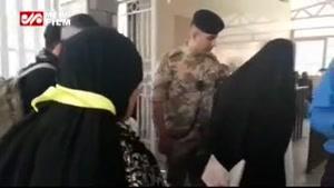 کنترل ویزا و گذرنامه زائران توسط مرزبانان در مهران