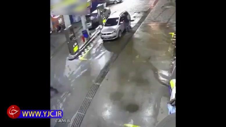 انفجار خودرو در پمپ گاز حین سوخت گیری