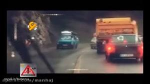 پلیس کنترل نامحسوس و راننده پرشیایی با سبقت های خطرناک در جاده ۲ طرفه