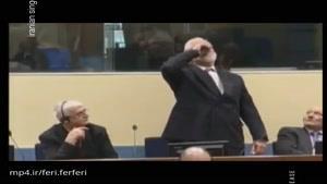 لحظه نوشیدن جام زهر در دادگاه توسط متهم به جتلیت جنگی