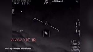 لحظه رویارویی دو جنگنده اف ۱۸ آمریکا با یک شی پرنده ناشناس