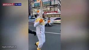 حمل مشعل المپیک توسط بهرام رادان ، خداروشکر که این دیگه انگلیسی بلده