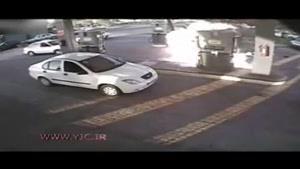لحظه آتش گرفتن یک مرد در پمپ گاز