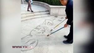 نقاشی خارقالعاده مرد چینی با هر دو دست