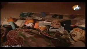 خوابیدن آقای مجری پیش بقیه عروسکا