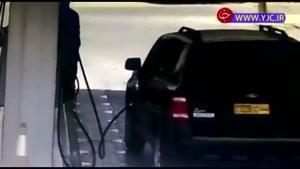 گرفتار شدن سرنشینان خودرو در حریق پس از سوخت گیری
