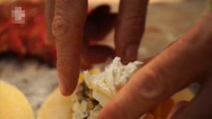 طرز تهیه پیراشکی گوشت و پنیر