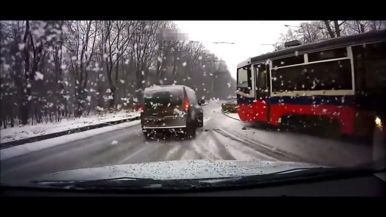 تصادفات ماشین های در خیابان و جاده های اروپا