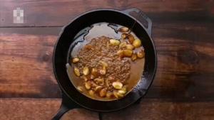 طرز تهیه مرغ سرخ شده با سیر فراوان