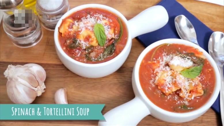 طرز تهیه سوپ گوجه و اسفناج با پاستا