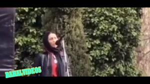 دلیل قرمز پوشیدن خانم بازیگر در مراسم تشییع حسین محب اهری
