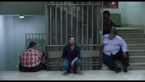 سکانس دستبند زدن و حرف زدن نوید محمد زاده بااعضای باندش بعد از دستگیری