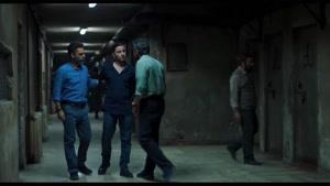 سکانس چک خوردن نوید محمد زاده از پلیس در فیلم متری شیش و نیم