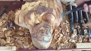ساخت مجسمه میمون با استفاده از چوب طبیعی