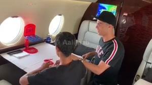 بازی کردن کریس رونالدو و بچش توی هواپیما اختصاصیش