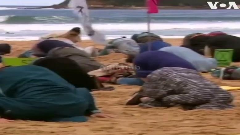 حرکات عجیب معترضین به تغییرات آب و هوا در ساحل سیدنی