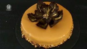 طرز تهیه کیک شکلاتی با تزیین میوه و کیک گردویی