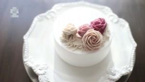 تزئین کیک با گل های خامه ای زیبا
