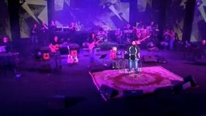 اجرای زنده ی آهنگ مشکی رنگ عشقه از رضا صادقی