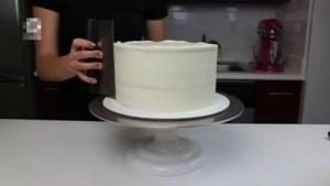 تزیین کیک با تکه های شیرینی