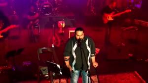 اجرای زنده ی آهنگ دوست دارم خدا از رضا صادقی