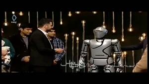 حضور ربات انسان نما به عنوان مهمان در برنامه تلویزیونی