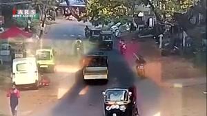 سقوط ناگهانی درخت روی خودرو