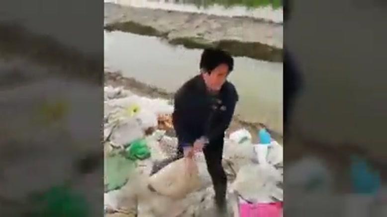 تلاش مردم گمیشان و چارقلی برای جلوگیری از وارد شدن آب به داخل شهر