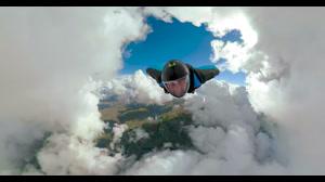 نهایت آدرنالین با پرواز بر فراز ابرها