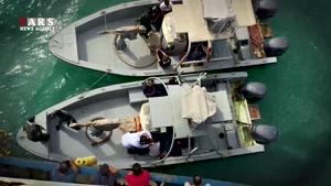 didestan.com -فیلم لحظه توقیف کشتی بزرگ صید ماهی توسط سپاه