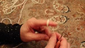 آموزش بافتنی ( زنجیربافی قسمت ۱ ) توسط خانم منیژه غفاری