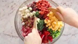 طرز تهیه سالاد ماکارونی با سس سبزیجات