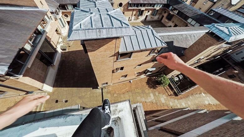 دیوانه وار ترین حرکات پارکور بر روی پشت بام های شهر