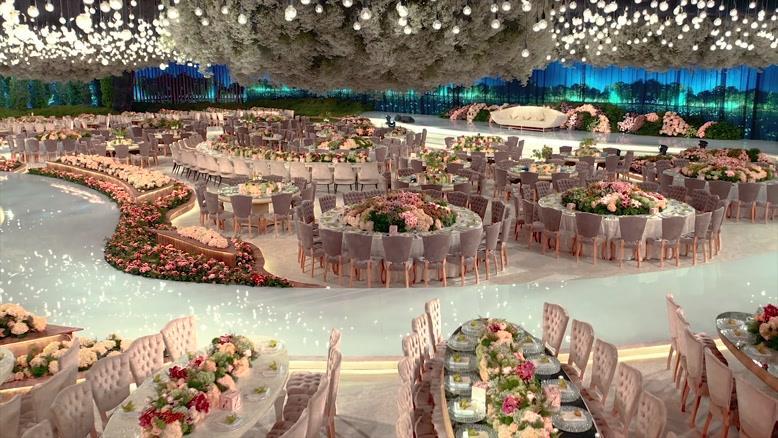 یکی از زیباترین سالن های عروسی با گل آرایی و نورپردازی عالی