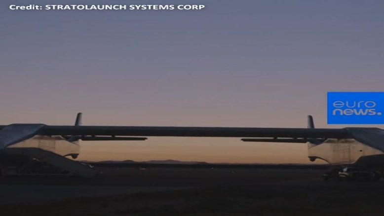 بزرگترین هواپیمای دنیا برای اولین بار به پرواز درآمد!