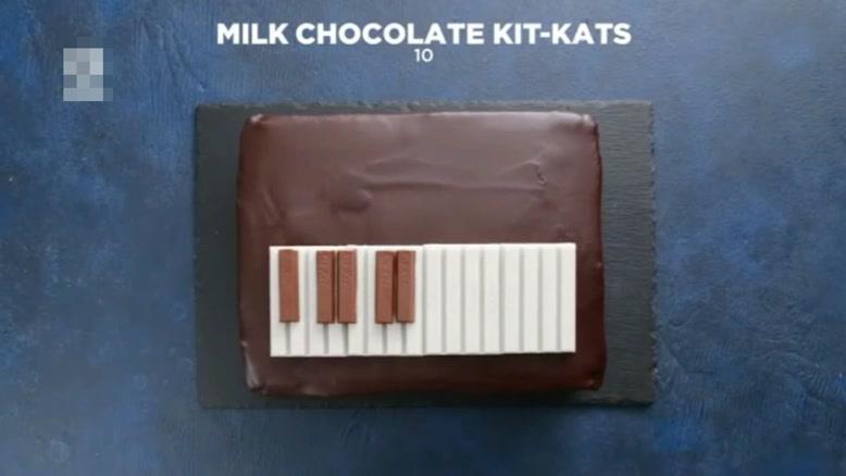 طرز تهیه کیک شکلاتی با طرح پیانو