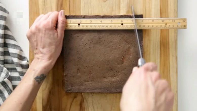 طرز تهیه کیک راه راه شکلاتی