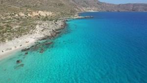 سواحل زیبای نئون در یونان