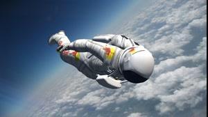 سقوط آزاد  خیره کننده از فضا به طرف زمین