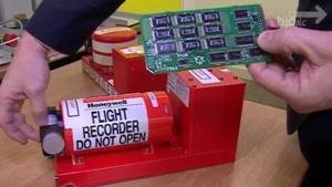 نماشا - چرا رنگ جعبه سیاه هواپیما نارنجیه ؟