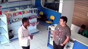 🔞کشتن سارق توسط فروشنده موبایل قبل از سرقت